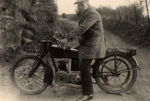Dieses Foto von unserem Firmengründer Paul Jäppche wurde 1927 aufgenommen.